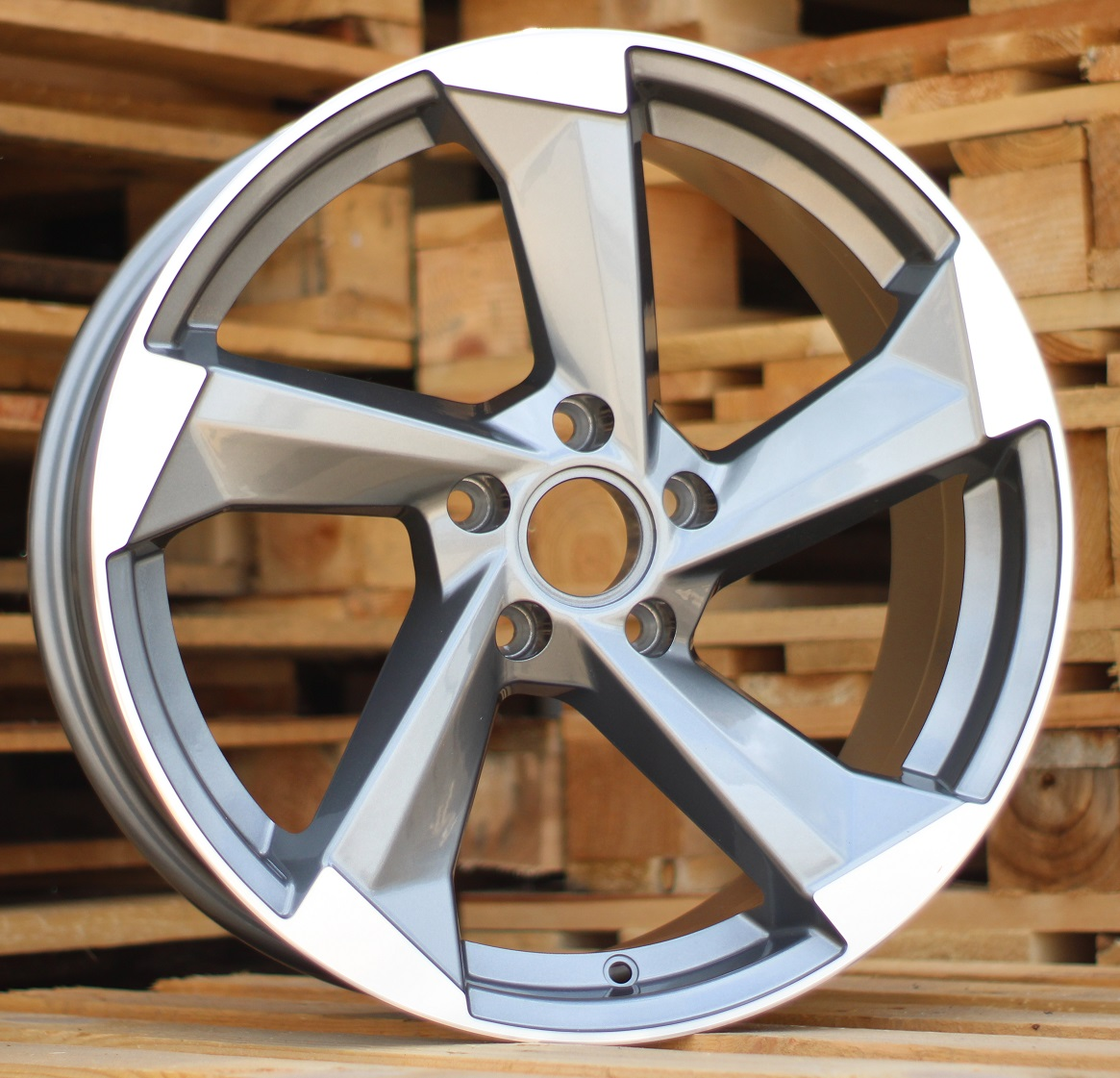A18X8 5X112 ET42 66.45 XFE150 MG+Powder coating RWR AUD (+3eur) (P1)## 8x18 ET42 5x112
