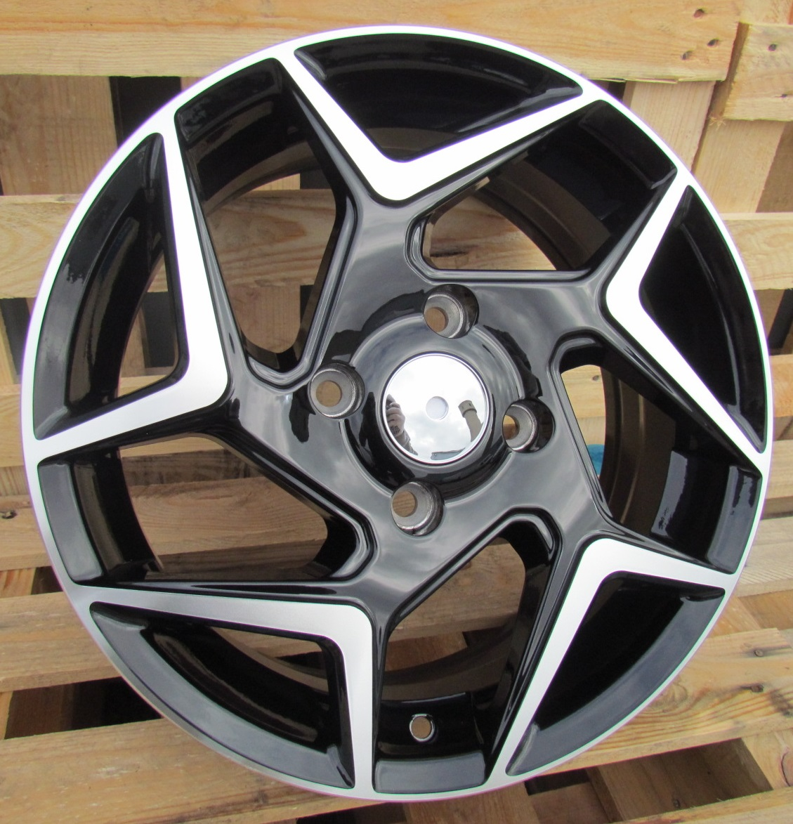 F15X6.5 4X108 ET40 63.3 XFE172 (BK5577) MB+POWDER COATING RWR FOR (+2eur) (R) 6.5x15 ET41 4x108